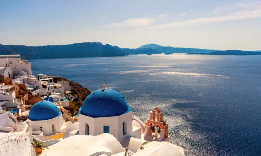 Τουρισμός : Στα «τάρταρα» οι τουριστικές αφίξεις και εισπράξεις