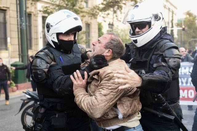 Πολυτεχνείο : Με βροχή χημικών και βία απάντησε η Αστυνομία στις συγκεντρώσεις με μάσκες και αποστάσεις