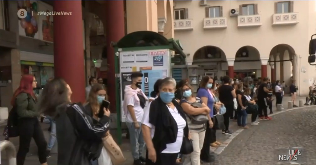 Κοροναϊός : Εικόνες απίστευτου συνωστισμού στα ΜΜΜ – Τρύπα στο «νερό» τα επιπλέον λεωφορεία