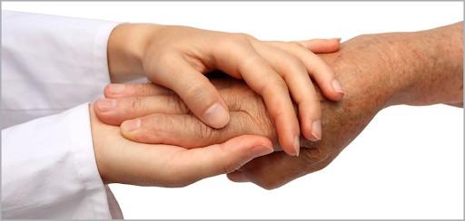 Κοροναϊός : Προτεραιότητα εμβολιασμών σε οικιακούς βοηθούς ζητούν ευρωπαϊκές ομοσπονδίες