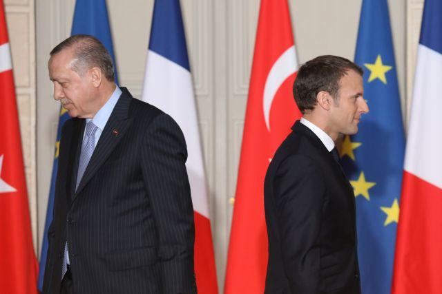 Ερντογάν : Να απαλλαγεί σύντομα η Γαλλία από το βάρος του Μακρόν