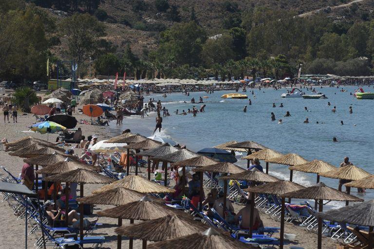 Ανατρεπτική πρόταση για να περιοριστεί η μετάλλαξη Δέλτα: «Τουριστική φούσκα» στις διακοπές – Πώς θα λειτουργεί